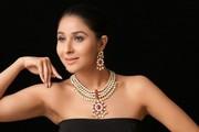 Buy gold necklace online at Amethystbyrahulpopli